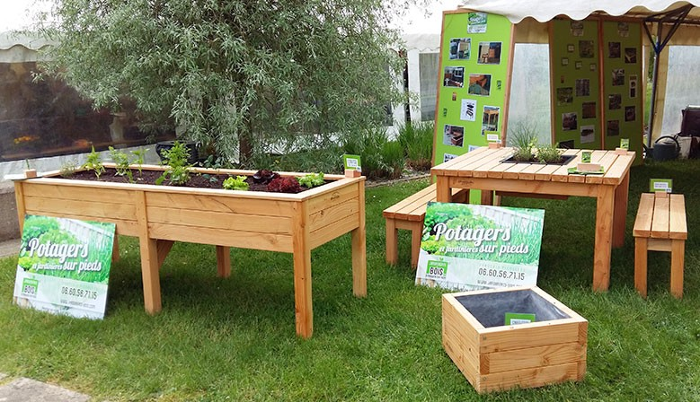 Jardinières sur pieds, carrés potager et mobilier de jardin bois